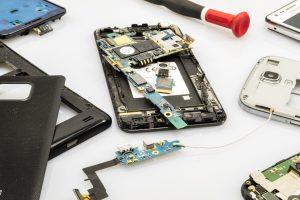 Starý mobil nemusíte vyhadzovať. Mobil môžete odovzdať mobilnému operátorovi. Elektroniku zasa na zberné dvory.